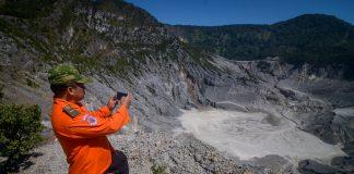 Tangkuban perahu erupsi